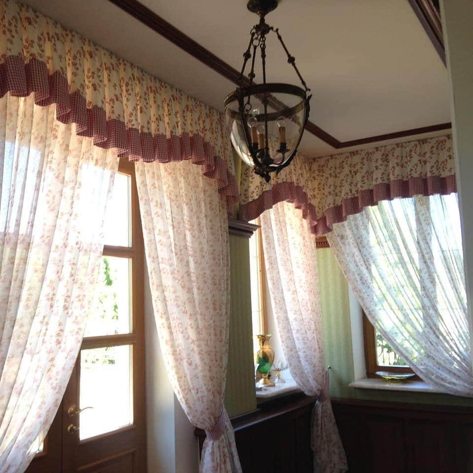 Летний вариант оформления текстилем столовой загородного дома в КП Барвиха, дизайн и шторы на заказ