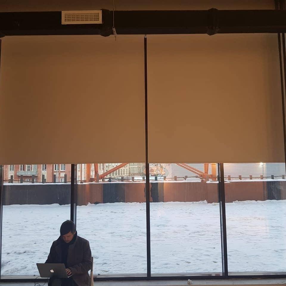 Рулонные шторы блекаут из негорючей ткани. г.Тула, дизайн и шторы на заказ