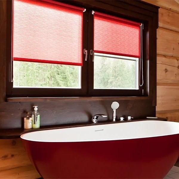 Окно в ванной, дизайн и шторы на заказ