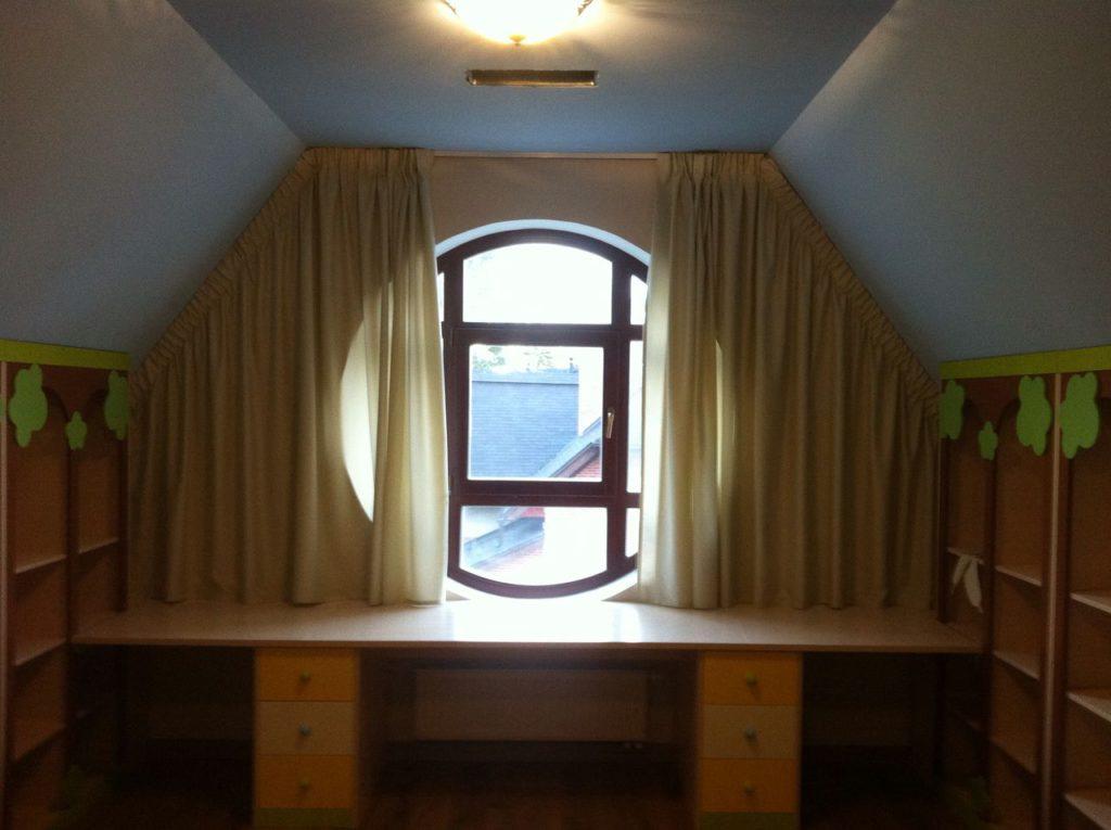 Текстиль для игровой комнаты в загородный дом, дизайн и шторы на заказ