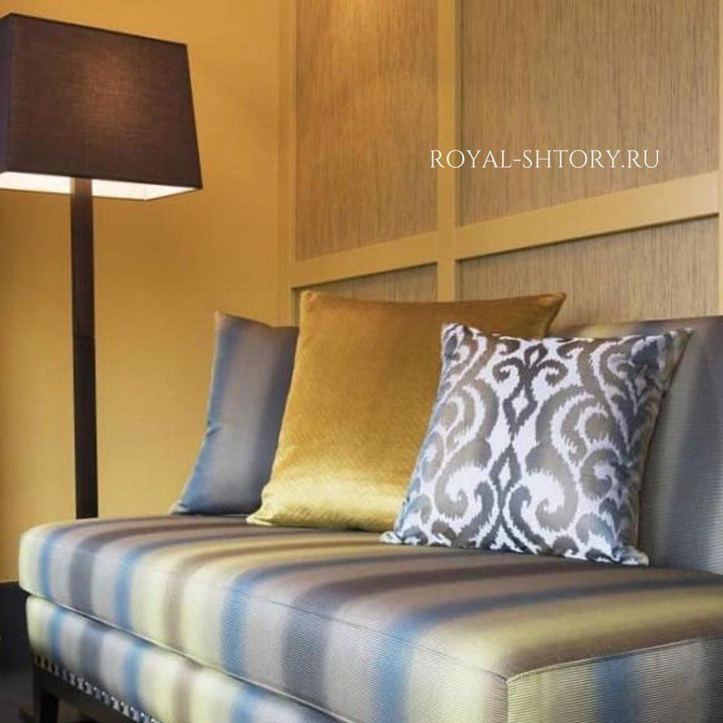 Градиентный диван, дизайн и шторы на заказ