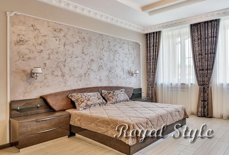 Текстильное оформление спальни подмосковного таунхауса, дизайн и шторы на заказ