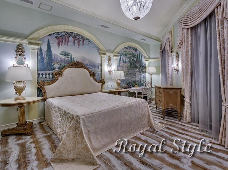 Шторы и покрывало для спальни подмосковного дома, дизайн и шторы на заказ